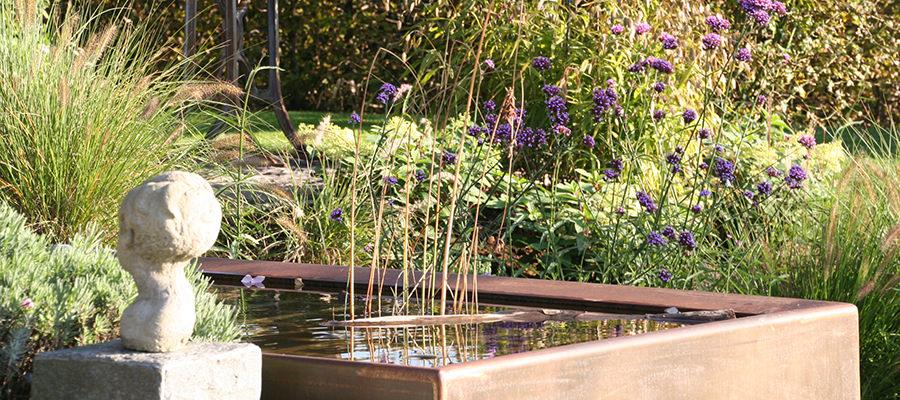Wasser im Garten Stahlbrunnen